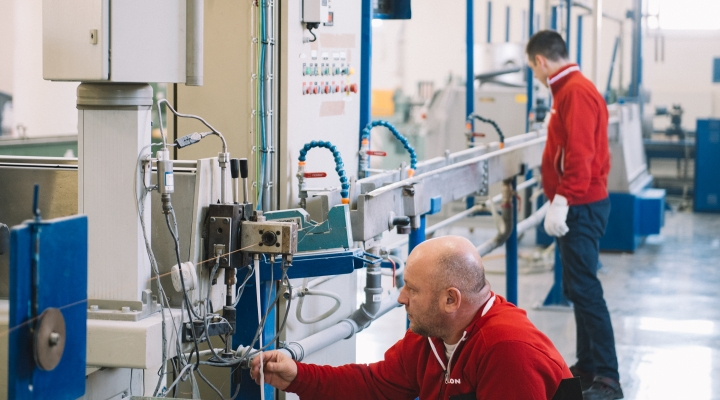 The cable line helps us comprehensively verify and specify the properties of the compounds we make.